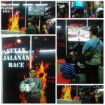 Beberapa pengunjung hari pertama Indonesia Comic Con mampir ke booth AB01 dan bermain #SetanJalananRace